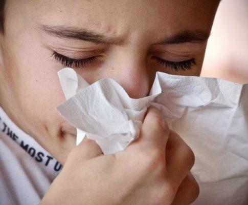 Jak sobie radzić w stanach lekkiego przeziębienia?