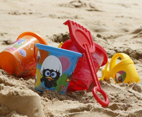 Masz wątpliwości, czy Twoje dziecko jest gotowe na samodzielny wyjazd wakacyjny? Odpowiadamy na wszystkie pytania